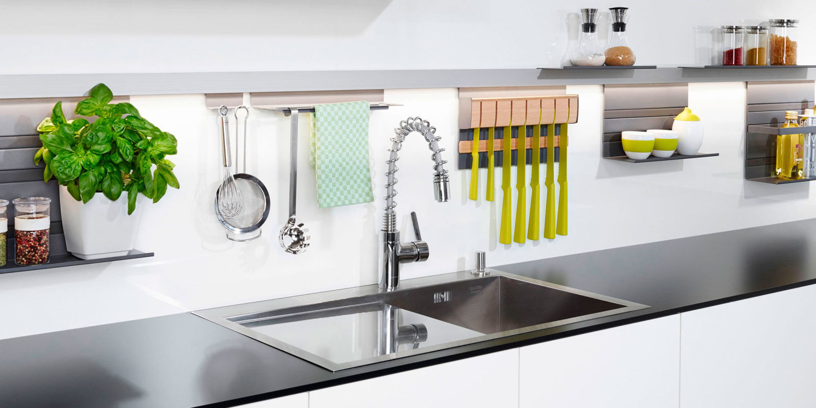 Clever kitchen storage ideas to clear kitchen clutter for Clever kitchen ideas